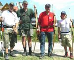 """Meine """"Altherrengruppe"""" bei der ÖM 2006 mit einem guten Tiroler Nachwuchsschützen und Reinhard P.,der mit seinem Reiterbogen überraschend gute Treffer erzielte."""